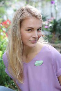 Lisa Kroeber Pross Folded Maasikapunane
