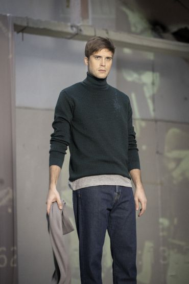 Akio merino roll neck sweater green