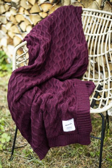 Curly cable merino throw dark red