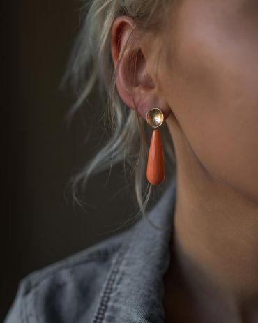 Helge Lana korall pärlikarp kuld kõrvarõngad