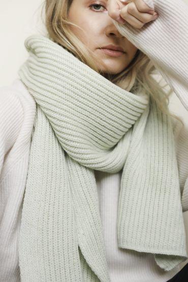 Hiro merino scarf  apple green