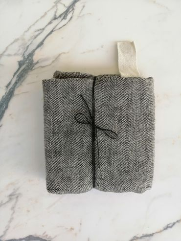 Koos linen black towel