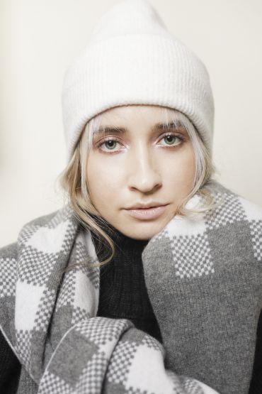 Lara merino hat white