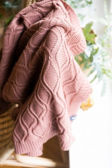 Royal cable merino throw canyon pink