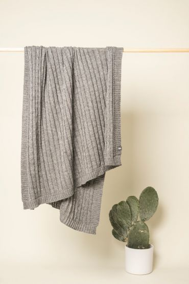 Cable throw light grey
