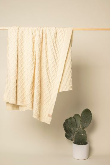 Rhombe merino throw white