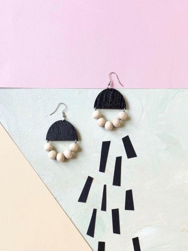 Huvitella black earrings