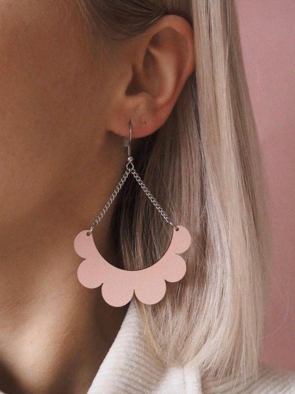 Kaarella roosa kõrvarõngad