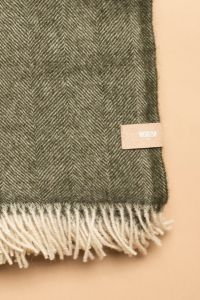 Fishbone tassel throw green